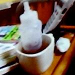 photo:握力の弱い患者のための<br />夜間用給水ボトル